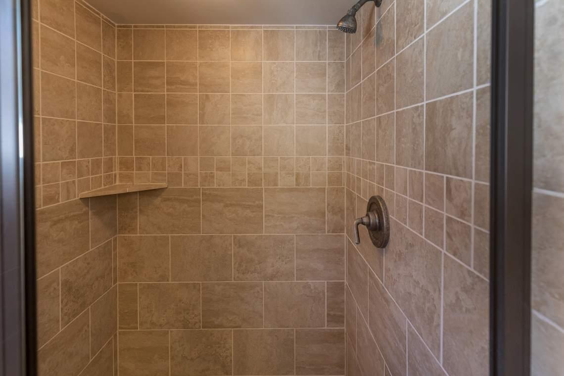 18 Bath Mast Shower 5Z9A1360