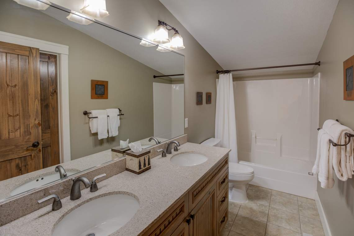 19 Bath 2 sinks 5Z9A1396_HDR